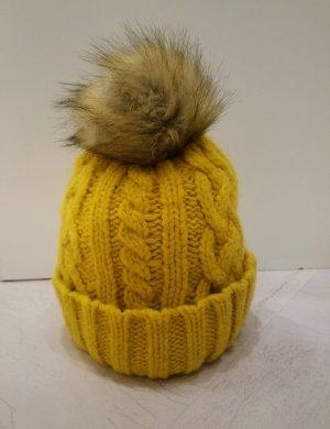 Chapeau en tricot orange doré