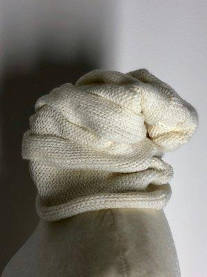Chapeau en tricot blanc cassé