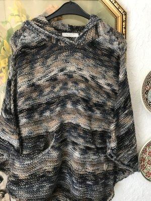 Poncho en tricot gris-bleu