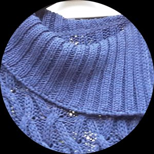 Boutique Ware Pull torsadé bleu coton