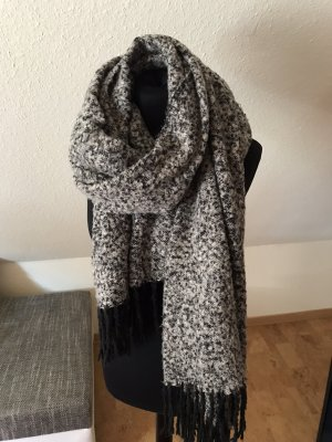Pieces Knitted Scarf black-white