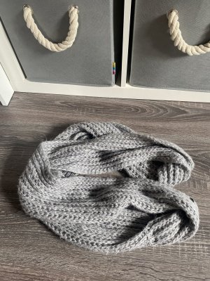 Caperuza gris-gris claro