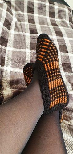 Botas de casa negro-naranja