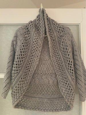 Szydełkowany sweter jasnoszary