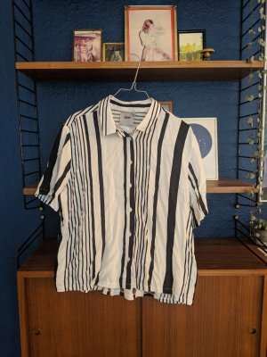 Striped shirt with short sleeves