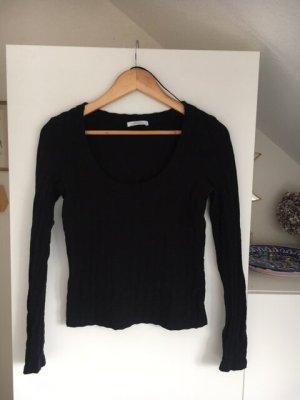 strukturiertes schwarzes Langarmshirt