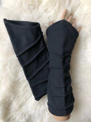 Stulpen Pulswärmer Fleece schwarz Ziernähte Länge 29 cm asymmetrischer Schnitt