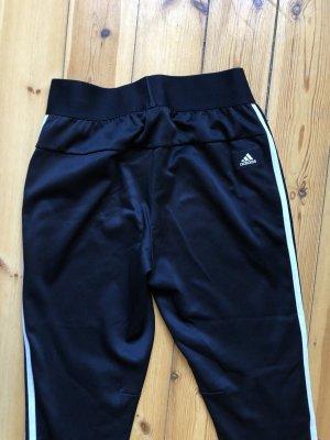 stylische Adidas Jogginghose