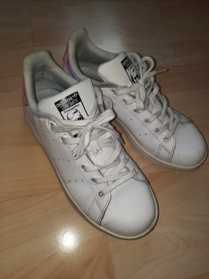 stylische Adidas Sneaker