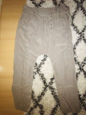 Pantalón estilo Harem crema