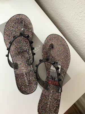 Carvela Toe-Post sandals black