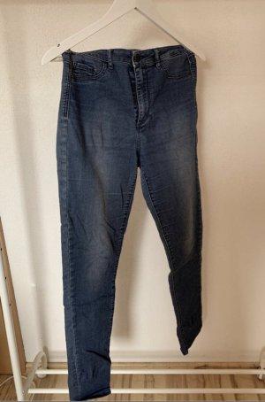 Stylische Jeans