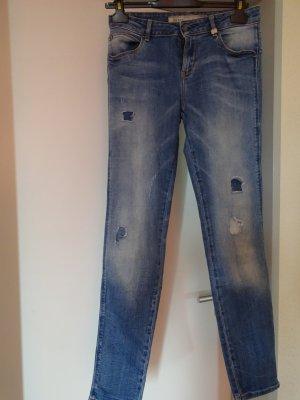 Stylische Jeans - GUESS - Destroyed Look - wie Neu - GR 28