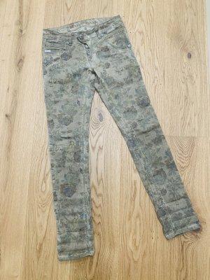 Stylische Jeans mit floralem Print von Blue Monkey
