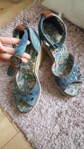 stylische Keilabsatz-Sandalen
