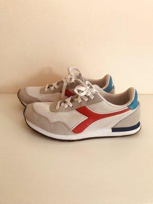 Stylische Sneaker