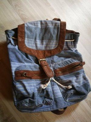 stylischer Alltags Rucksack in lässigen Farben blau braun