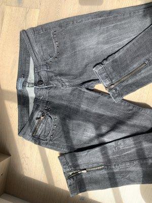 Stylischer Berschka Jeans mit viele Details