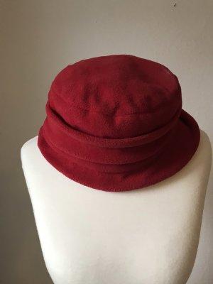 Chapeau en feutre rouge foncé