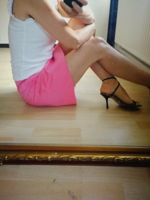 Hugo Boss Spódnica midi różowy