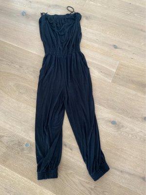 Stylischer schwarzer jumpsuit