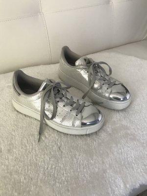 Stylischer Sneaker in Silber