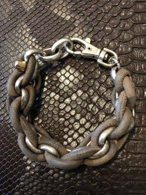 Stylisches Armband mit Leder