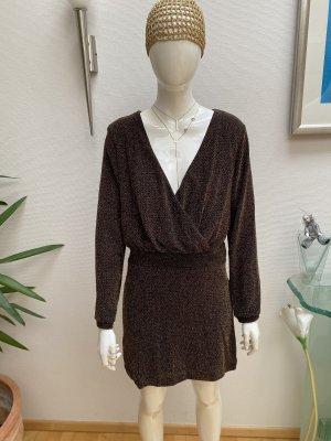 Stylisches schwarz-goldfarbenes Kleid