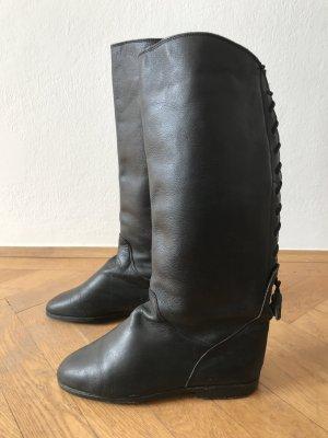 Stylishe Lederstiefel aus NEW YORK mit Flechtmuster hinten und extra breitem Schaft