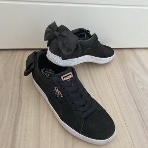 Suede Sneaker mit Schleife