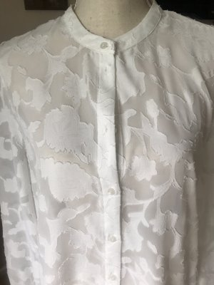 Süße Bluse mit Stickerei