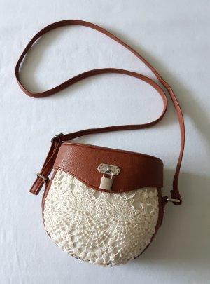 Süße Handtasche mit Spitze