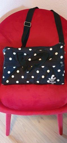 Süße kleine Adidas Sporttasche