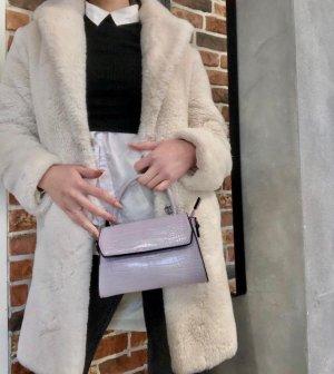 Süße kleine pastellfarbende Tasche neu