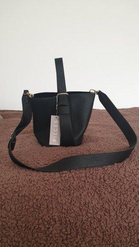 Süße, kleine schwarze Tasche