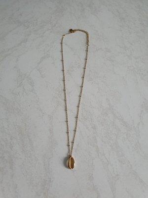 Schmuckrausch Collar de conchas color oro