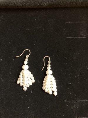 Kolczyk z perłą biały