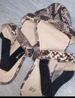Süße neue Sandalen