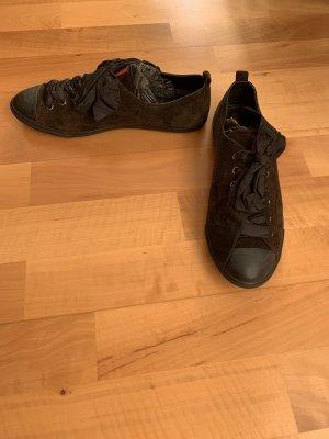 Süße Prada Sneaker mit Schleife aus  in Gr. 39