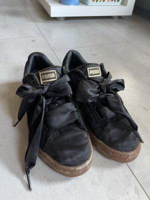 Süße Puma Sneaker mit besonderen Schnürsenkeln
