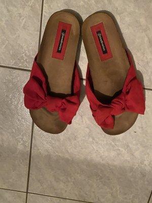 Süße Sandalen mit Schleife
