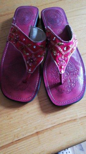 Süsse Sandaletten Buffalo rot Blumen Stickerei 40
