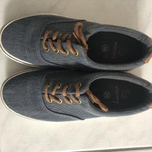 Süße Sneaker on Jeans-Optik