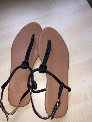 Süße Sommer-Sandalen