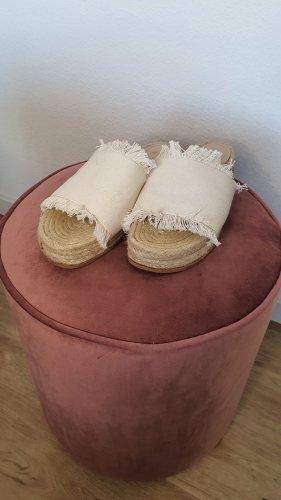 H&M Sandały rzymskie w kolorze białej wełny