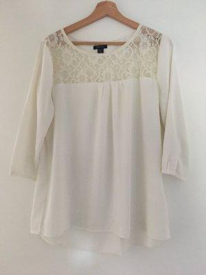 Süße weiße Bluse