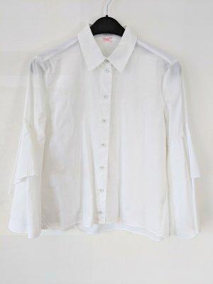 Süße, weiße Bluse von Marc Cain mit Trompetenärmeln