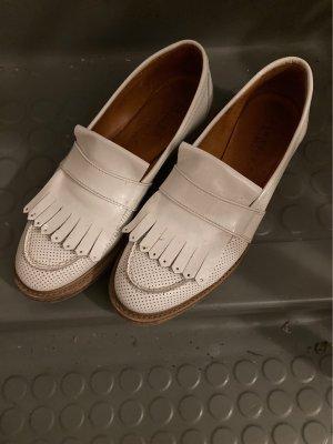 Süße weiße Loafer