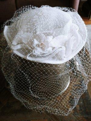 Süßer Brauthut mit Gesichtsschleier