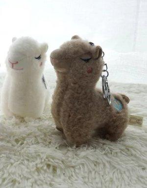 Süßer großer Schlüsselanhänger Lama, kuschelig weich aus Baumwolle NEU in 2 Farben (hellbraun, wollweiß)
